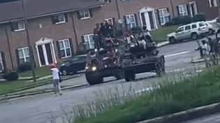 Une image de la vidéo montrant de prétendus pillards sur des chars dans les rues d'Atlanta. En fait, une scène de tournage d'un clip de rap (CAPTURE D'ECRAN MYMIXTAPEZ)