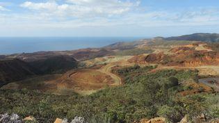 Une vue de la mine deKouaoua exploitée par la Societé Le Nickel, le 18 septembre 2018, en Nouvelle-Calédonie. (CLAUDINE WERY / AFP)
