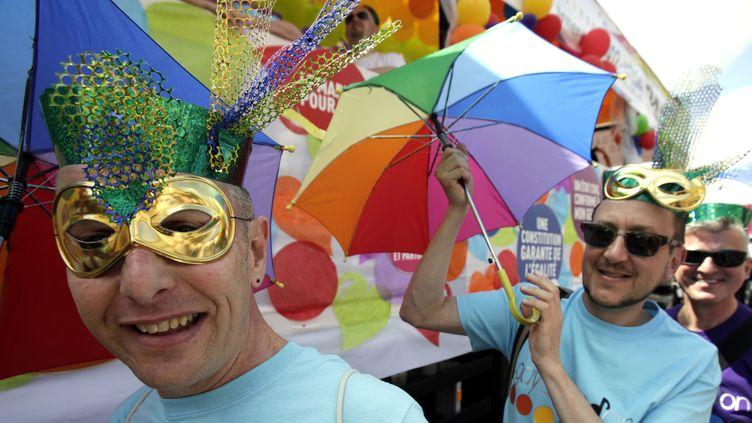 """La participation à la Gay Pride 2012 s'annonçait exceptionnelle.En 2011, la marche avait rassemblé 36.000 personnes selon la préfecture de police, et """"plus d'un demi-million"""" selon les organisateurs. (MAL LANGSDON / REUTERS)"""