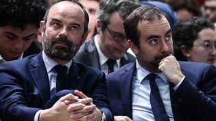 Edouard Philippe le 8 avril 2019 au côté du secrétaire d'Etat Sébastien Lecornu (PHILIPPE LOPEZ / AFP)