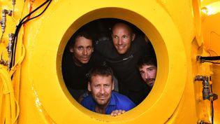 Quatre plongeurs sont photographiés avant de passer 28 jours dans les profondeurs de la Méditerranée, à Marseille le 28 juin 2019. (BORIS HORVAT / AFP)