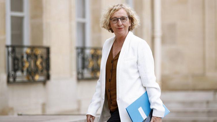 La ministre du Travail, Muriel Penicaud, arrive à l'Elysée (Paris) pour une consultation entre le gouvernement,les syndicats et le patronat concernant l'emploi, le 4 juin 2020. (YOAN VALAT / POOL / AFP)