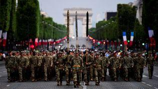 Des soldats américains de la 1ère division, défilant sur les Champs-Elysées lors des répétitions des cérémonies du 14-Juillet, le 10 juillet 2017 à Paris. (MARTIN BUREAU / AFP)