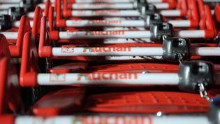 Auchan met en vente 21 sites français, plus de 700 salariés sont potentiellement concernés (illustration). (FRED TANNEAU / AFP)