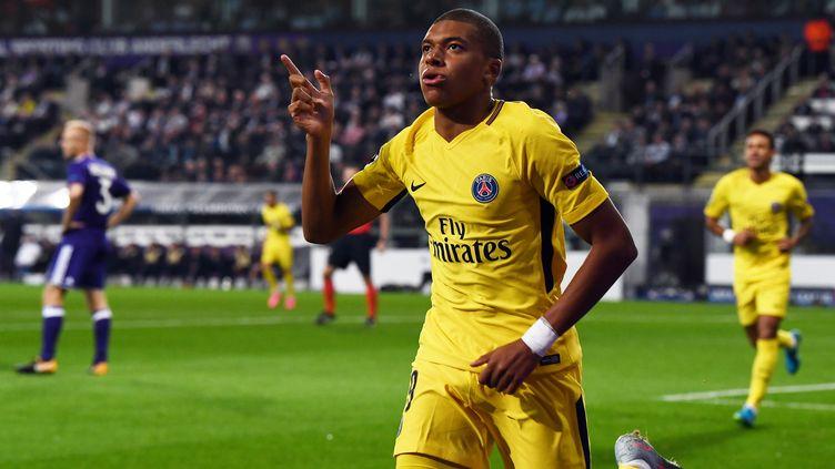 La joie de Kylian Mbappé, premier buteur du PSG face à Anderlecht (FRANCK FIFE / AFP)