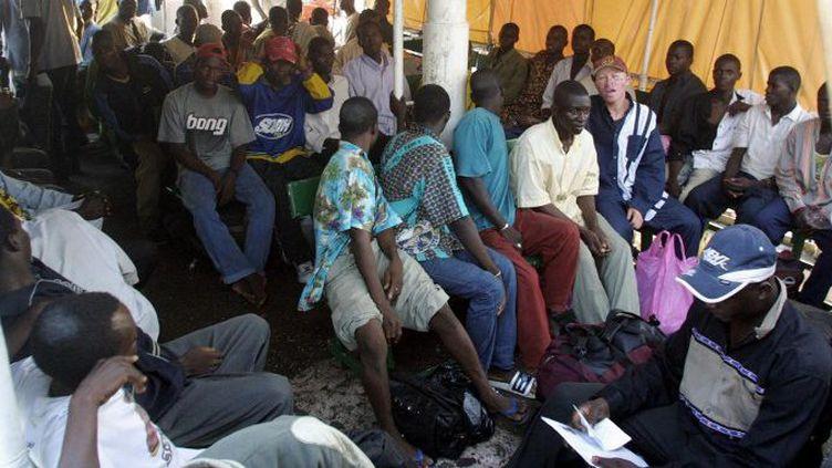 Ce n'est pas la première fois que le Gabon expulse des immigrés. En janvier 2004, de nombreux clandestins béninois avaient été embarqués dans un bateau et renvoyés dans leur pays. (Photo AFP/Désirey Minko)