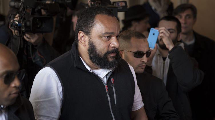Dieudonné M'bala M'bala se rend à son procès sur le bail du théâtre de la Main d'or, le 29 avril 2014, à Paris. (  MAXPPP)