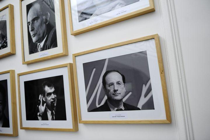 Les photos des premiers secrétaires, rue de solférino en avril 2011. (CHRISTOPHE MORIN  / MAXPPP)