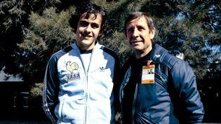 Michel Platini et Raymond Kopa, en juin 1978. (- / AFP)