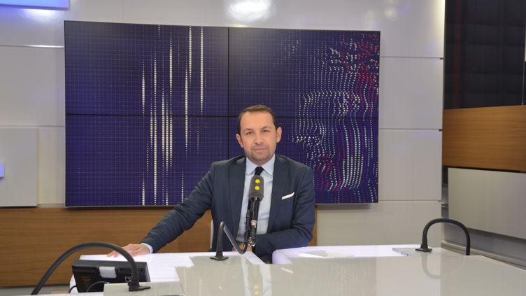 Sébastien Chenu, député du Nord, porte-parole du FN, était l'invité de franceinfo. (JEAN-CHRISTOPHE BOURDILLAT / RADIO FRANCE)
