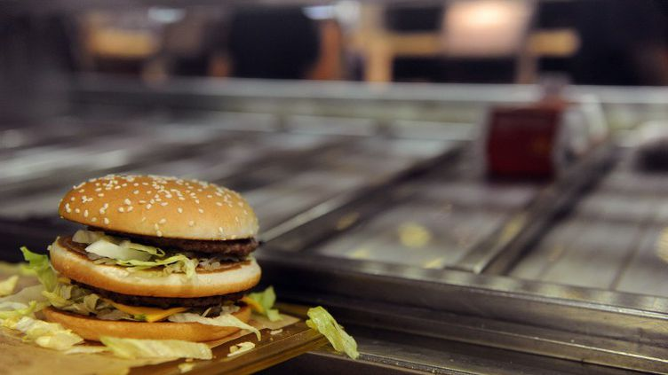 Dans un restaurant McDonald's à Ramonville-Saint-Agne (Haute-Garonne), en 2011. (REMY GABALDA / AFP)