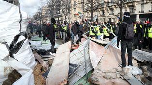 """Le cortège des """"gilets jaunes"""" à Paris, le 9 février 2019. (ZAKARIA ABDELKAFI / AFP)"""