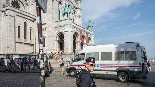 La fréquentation des touristes chinois et japonais a baissé en 2016 en Ile-de-France, alors que des lieux sont pourtant protégés par Vigipirate, comme ici au Sacré-Coeur à Paris (MAXPPP)