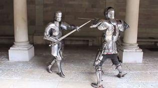 Capture d'écran montrant une reconstitution de deuxchevaliers du Moyen Age au combat avec leurs armures. (UNIVERSITÉ DE GENÈVE / YOUTUBE)