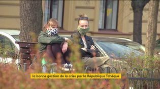 Des Tchèques masqués (FRANCEINFO)