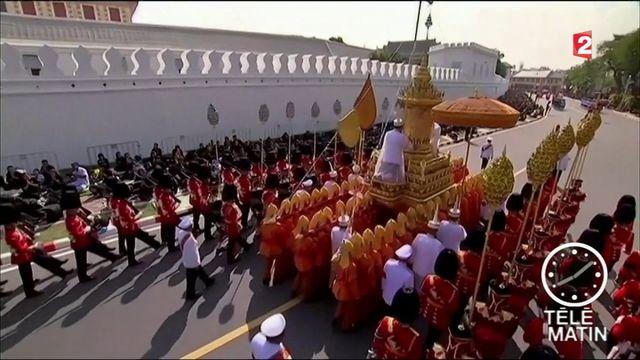 La Thaïlande dit adieu à son roi