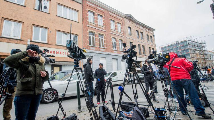 Le quartier de Molenbeek (Belgique) où Salah Abdeslam a été arrêté, investi par la presse en mars 2016. (MAXPPP)