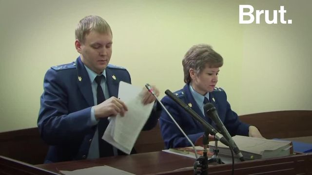 C'est l'un des principaux opposants politiques à Vladimir Poutine. Il vient d'être arrêté à son retour sur le sol russe, quelques mois après avoir été empoisonné. Voici l'histoire d'Alexeï Navalny.