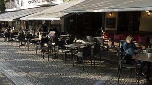 La terrasse d'un restaurant à Athènes, en Grèce, le 25 octobre 2020. (AYHAN MEHMET / ANADOLU AGENCY / AFP)