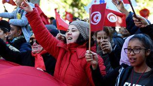 Des Tunisiens manifestent à Tunis pour commémorer les sept ans de la révolution de Jasmin, le 14 janvier 2018. (FETHI BELAID / AFP)