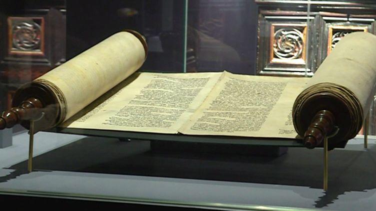 La Torah du XIIe siècle exposée à Rouen  (France 3 Culturebox capture d'écran)