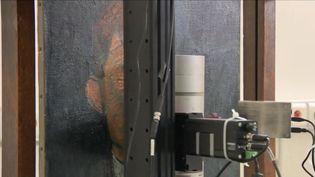 À Paris, un laboratoire doté d'outils technologiques ultra pointus étudie les œuvres des musées de France.  (FRANCE 3)
