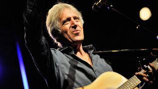 Le chanteur Yves Duteil lors d'un concert à Auxerre (Yonne) le 29 septembre 2015 (JEREMIE FULLERINGER / MAXPPP)