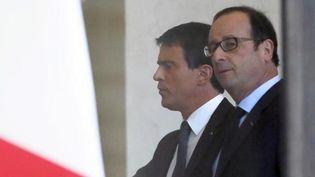 François Hollande et Manuel Valls à l'Elysée, le 12 janvier 2015. ( PATRICK KOVARIK / AFP)
