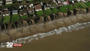 À Skipsea (Angleterre), l'érosion est la plus rapide et la plus forte de toute l'Europe : deux mètres par an. (FRANCE 2)