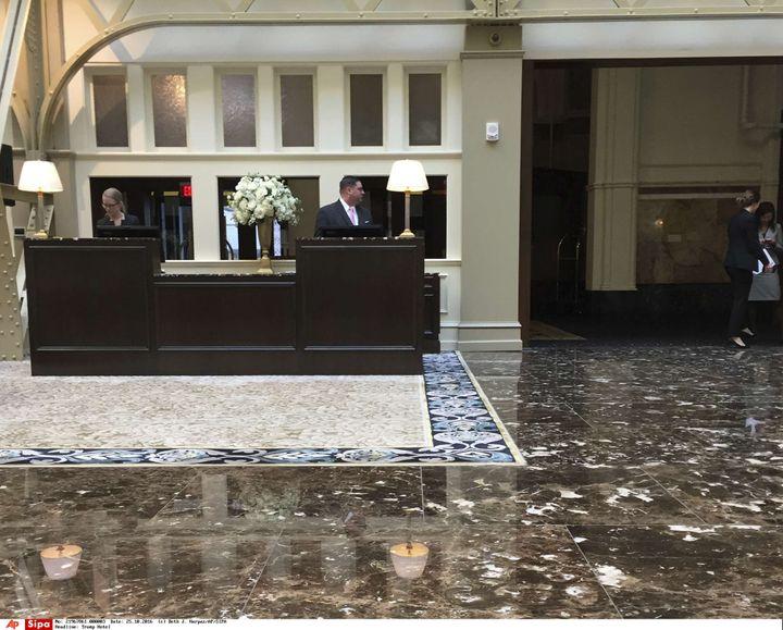 L'entrée de l'hôtel de Donald Trump à Washington D.C. (Etats-Unis), le 25 octobre 2016. (BETH J. HARPAZ / AP / SIPA)
