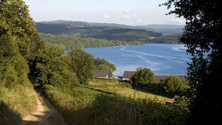 Le lac de Pannecière (Nièvre) est l'un des réservoirs de la Seine. Il manque d'eau, rapporte France 3 le 6 janvier 2016. (RIEGER BERTRAND / HEMIS.FR / AFP)