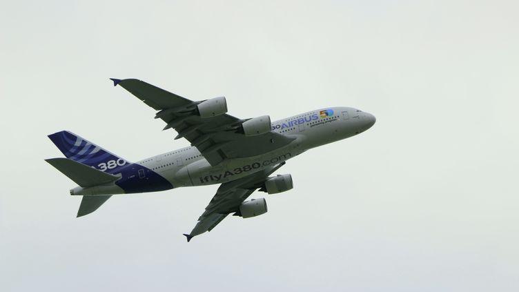 Un Airbus A380 en vol, août 2019. (BENJAMIN FONTAINE / RADIOFRANCE)