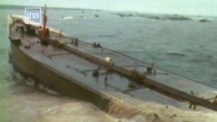 L'Amoco Cadiz, la pétrolier libérien échoué au large des côtes bretonnes le 17 mars 1978. (FRANCE 3)