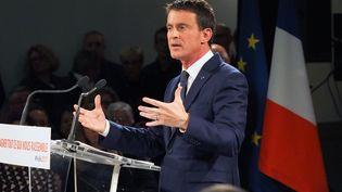 Le candidat à la primaire de la gauche, Manuel Valls, lors d'un discours à Villemoustaussou (Aude), le 12 décembre 2016. (RAYMOND ROIG / AFP)