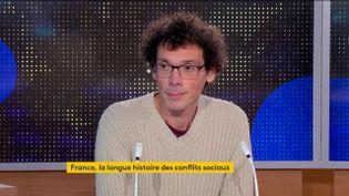 Sylvain Boulouque, historien des mouvements sociaux, était dans le journal de 23 Heures de franceinfo, samedi 19 décembre. Il est notamment revenu sur la nouvelle temporalité des mouvements de contestation. (FRANCEINFO)