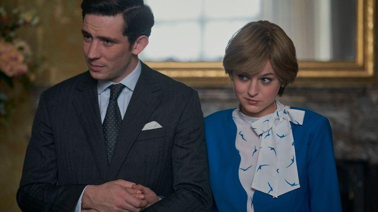 La saison 4 met notamment en scène le couple Charles - Diana. (NETFLIX)