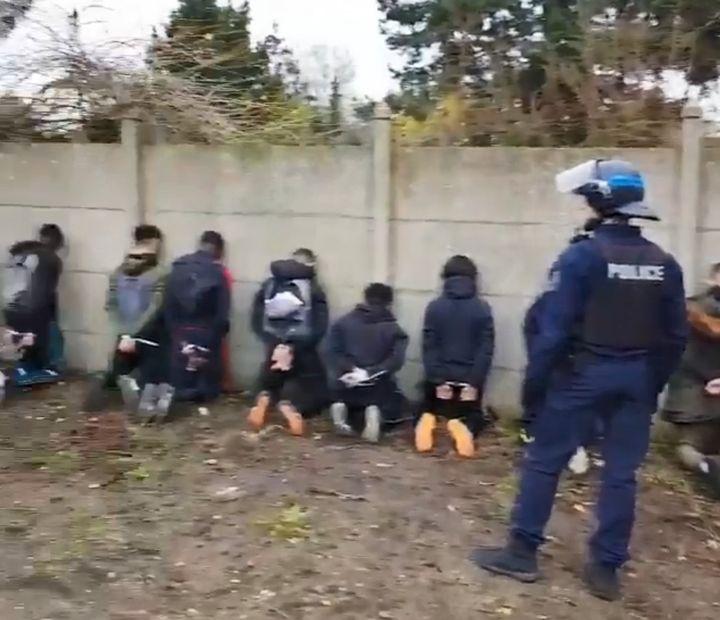 Après de nouvelles émeutes près du lycée Saint-Exupéry à Mantes-la-Jolie, où deux voitures ont été incendiées, 151 personnes ont été interpellées par la police, le 6 décembre 2018. (CAPTURE D'ÉCRAN / TWITTER)