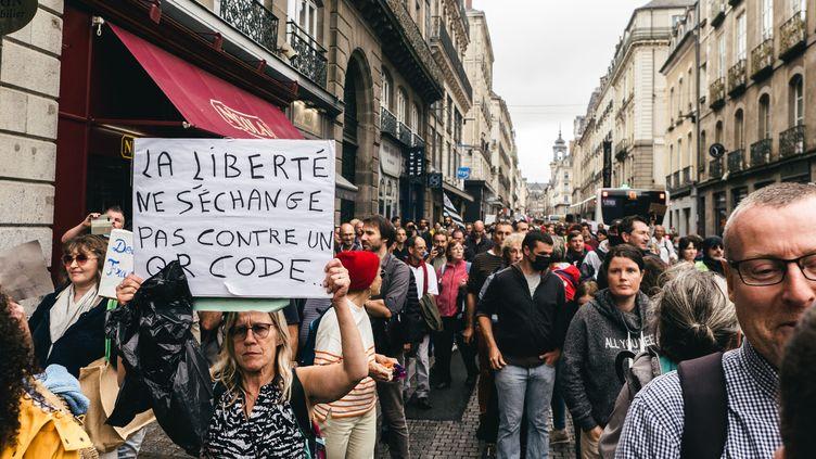 Une manifestation contre le pass sanitaire à Rennes le 21 août 2021. (QUENTIN VERNAULT / HANS LUCAS)