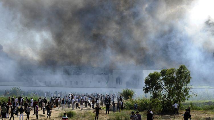 L'ambassade américaine attaquée par des manifestants à Tunis (Tunisie), le 14 septembre 2012. (FETHI BELAID / AFP)