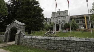 L'école Saint-George, l'un des deux établissements scolaires de Vancouver (Canada) à avoir reçu un colis contenant de probables restes humains, le 5 juin 2012. (ANDY CLARK / REUTERS)