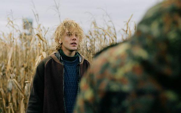 "Xavier Dolan dans son film ""Tom à la ferme"".  (Clara Palardy / MK2 / Diaphana)"