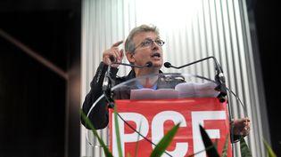 Le secrétaire national du PCF, Pierre Laurent, lors d'un discours à Malo-les-Bains (Nord), le 26 août 2010. Depuis quelques semaines, ses relations avec Jean-Luc Mélenchon du Parti de gauche, se sont tendues. (PHILIPPE HUGUEN / AFP)