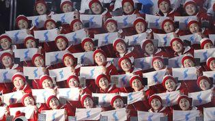 Les pom-pom girls de la délégation nord-coréenne en train d'encourager les athlètes à Pyeongchang (Corée du Sud), le 9 février 2018.   R (KIM KYUNG HOON / REUTERS)
