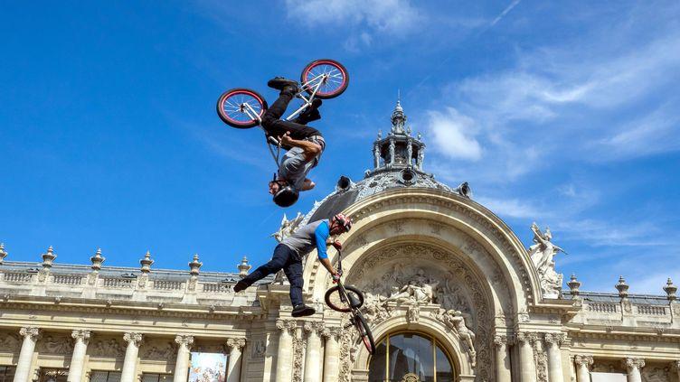 Paris, 23 juin 2017. Démonstration de BMX freestyle, aux abords du Pont Alexandre III pour soutenir la candidature de Paris aux JO de 2024. (MAXPPP)