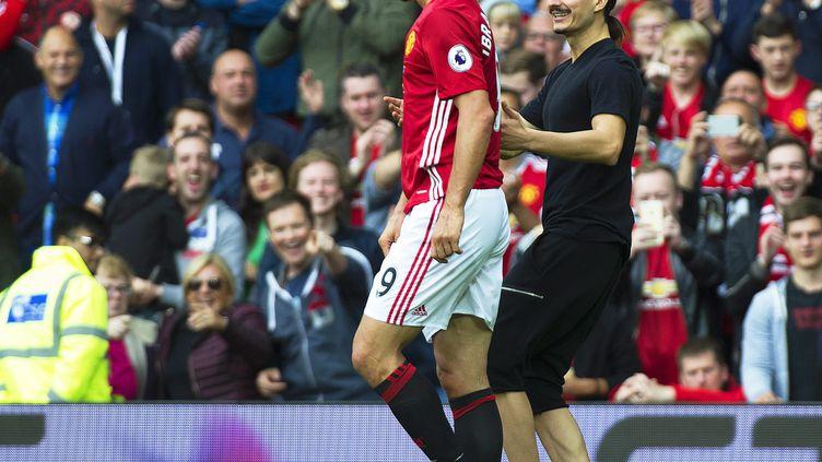 Zlatan Ibrahimovic et son sosie (PETER POWELL / EPA)