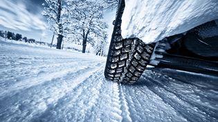 Si les pneus hiver jouent pleinement leur rôle sur la neige, rien ne vaut en montagne de vrais pneus neige. (1001PNEUS.FR)