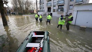 Les inondations à Gournay-sur-Marne (Seine-Saint-Denis) le 2 février 2018. (JACQUES DEMARTHON / AFP)