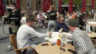 Pays-Bas : le déconfinement enclenché, malgré des cas de Covid-19 élevés (FRANCE 2)