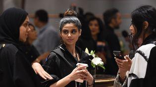Des femmes assistent à la Fashion Week arabe au Ritz Carlton de Ryad, le 10 avril 2018  (Fayez Nureldine / AFP)