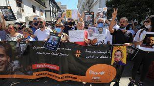 Manifestation pour la libération du journaliste Khaled Drareni, condamné à deux ans de prison.Le mouvement populaire algérien n'a plus l'autorisation de se rassembler en raison de l'épidémie de Covid. Alger, le 14 septembre 2020. (BILLAL BENSALEM / NURPHOTO)